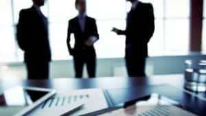 Internet negocios siluetas 640x360 300x169 - Licenciement suivi d'une transaction: l'inexécution partielle de la transaction peut justifier sa  résolution
